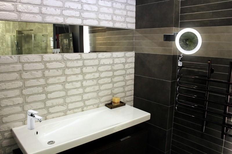 Lyra X3 to wysokiej jakości podświetlane lusterko łazienkowe LED na ramieniu.