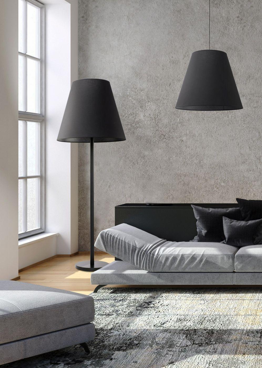 lampa podłogowa do czytania obok kanapy Nowdvorski