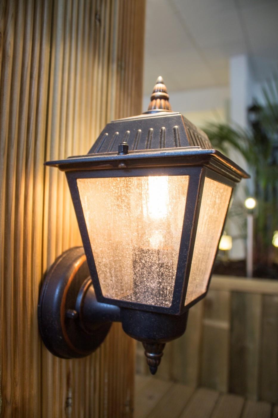 Lampy do altany ogrodowej, co wybrać?