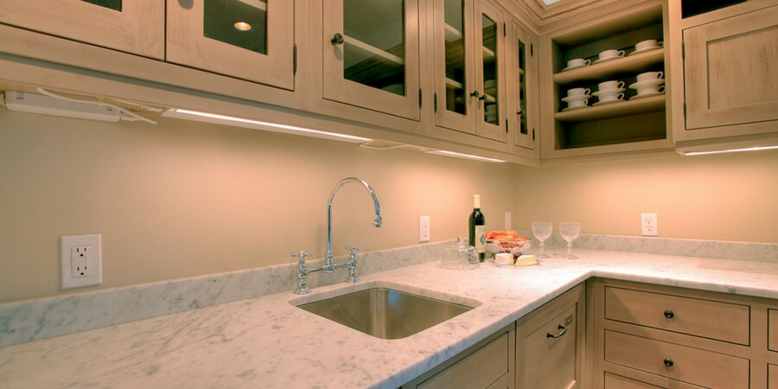 Jak zamontować taśmę LED pod szafkami kuchennymi?